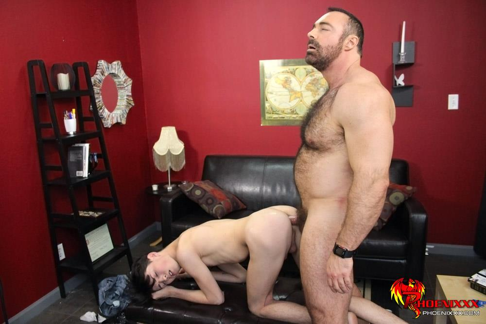 Bang-Me-Sugar-Daddy-Benjamin-Riley-and-Brad-Kalvo-Hairy-Muscle-Daddy-Fucking-A-Skinny-Twink-Amateur-Gay-Porn-17 Hairy Muscle Daddy Brad Kalvo Fucking A 19 Year Old Skinny Twink