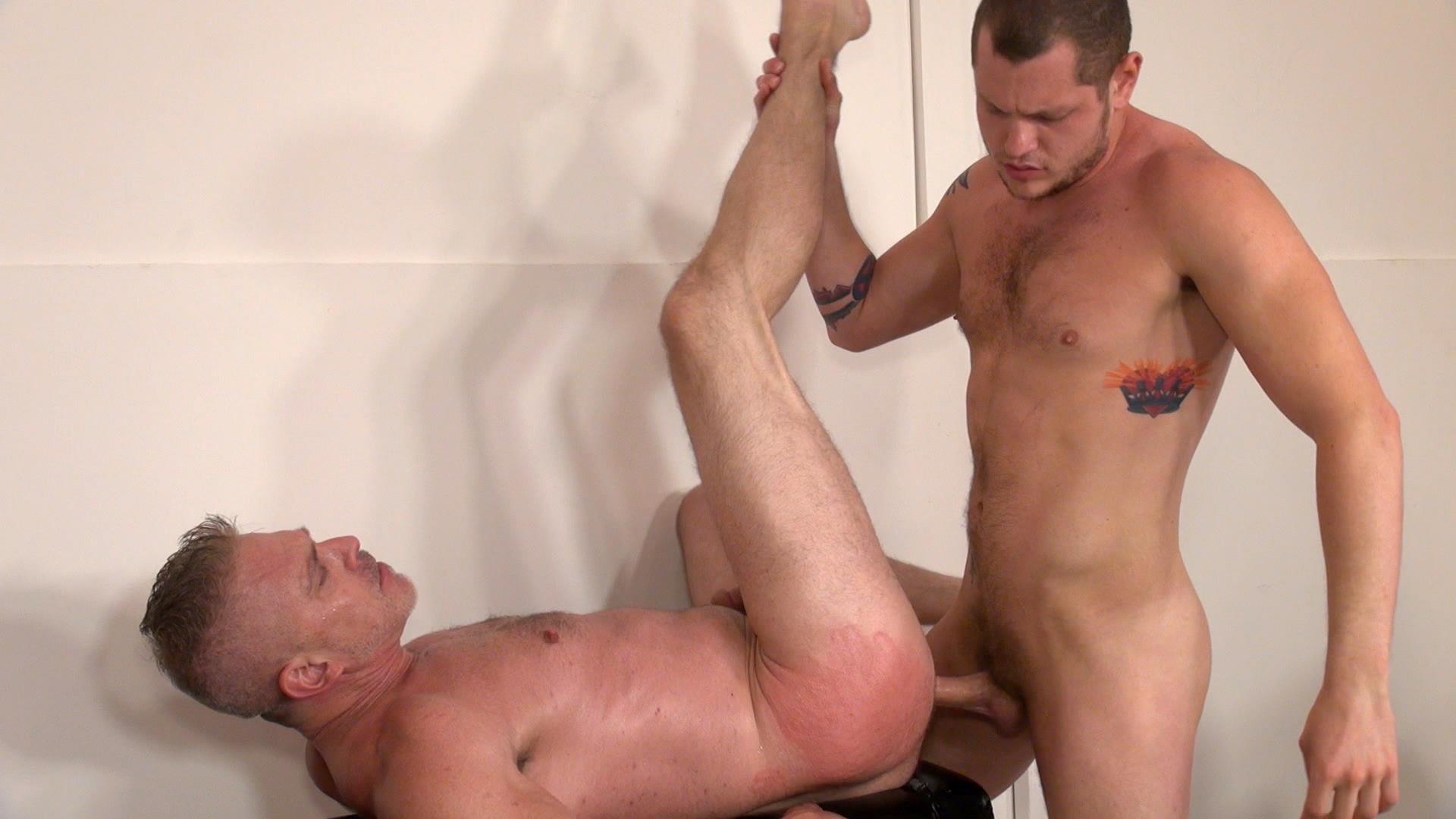 Raw-and-Rough-Sam-Dixon-and-Blue-Bailey-Daddy-And-Boy-Flip-Flip-Bareback-Fucking-Amateur-Gay-Porn-03 Blue Bailey Flip Flop Barebacking With A Hung Daddy